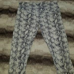Womens cropped leggings